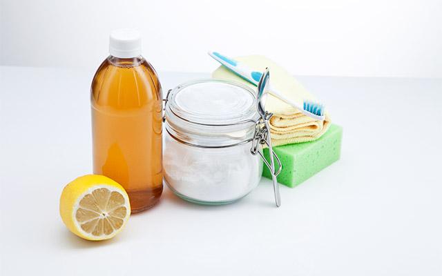 Jabolčni kis, limona in soda bikarbona